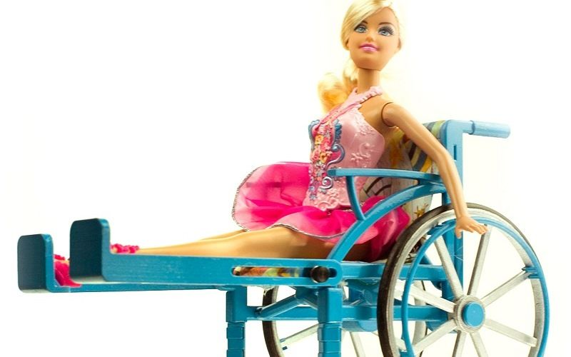 Барби на коляске
