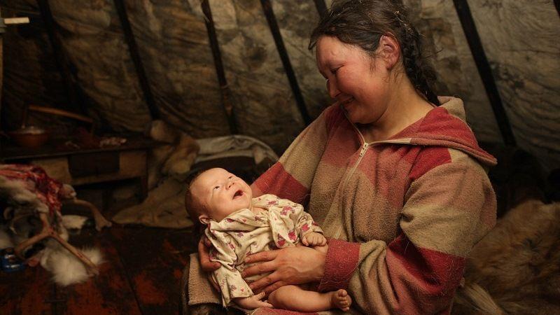Эвенки: мать и ребенок