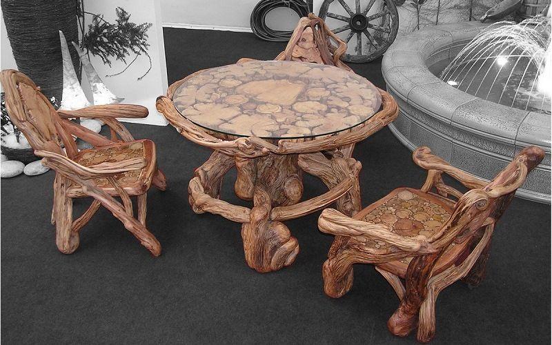 Стол и стулья из корней деревьев