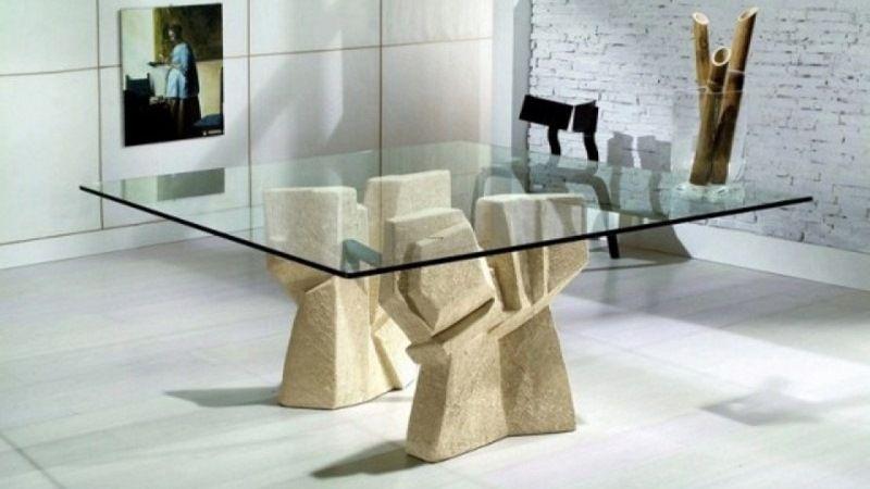 Стол на каменных опорах