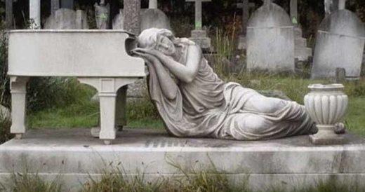 Необычные кладбища