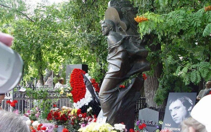 The grave of V. Vysotsky