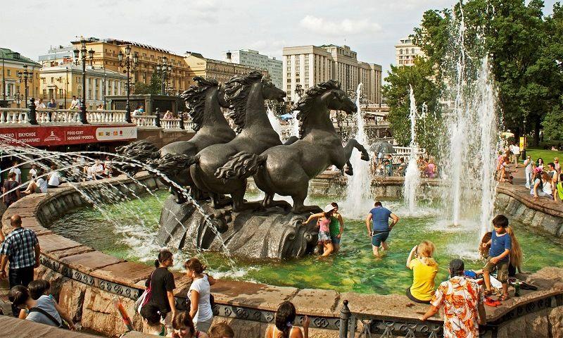 """Фонтан """"Гейзер"""" на Манежной площади"""