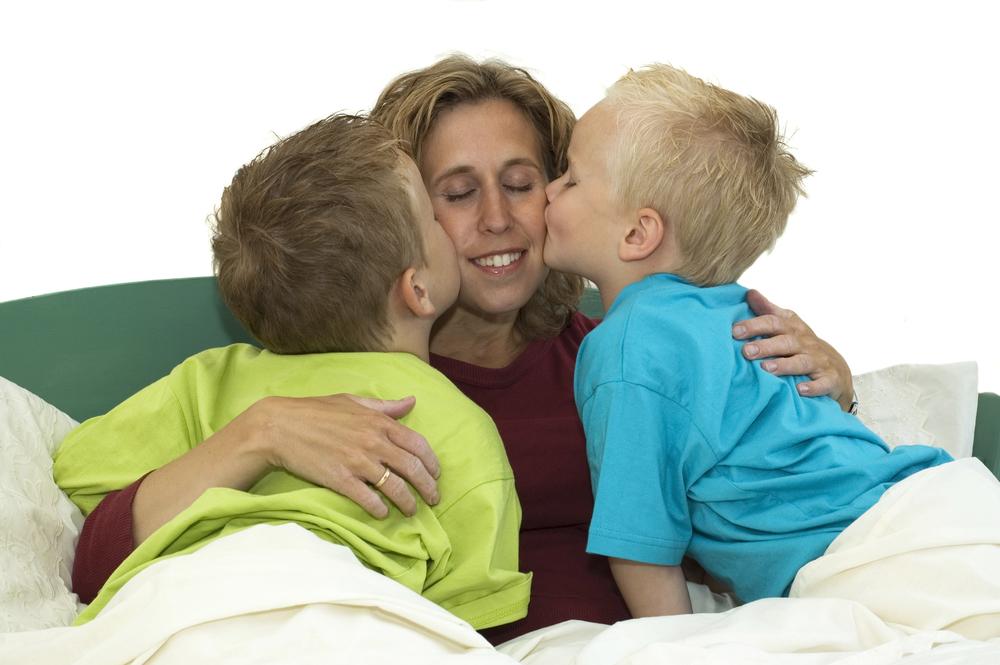 мама и ее два сына