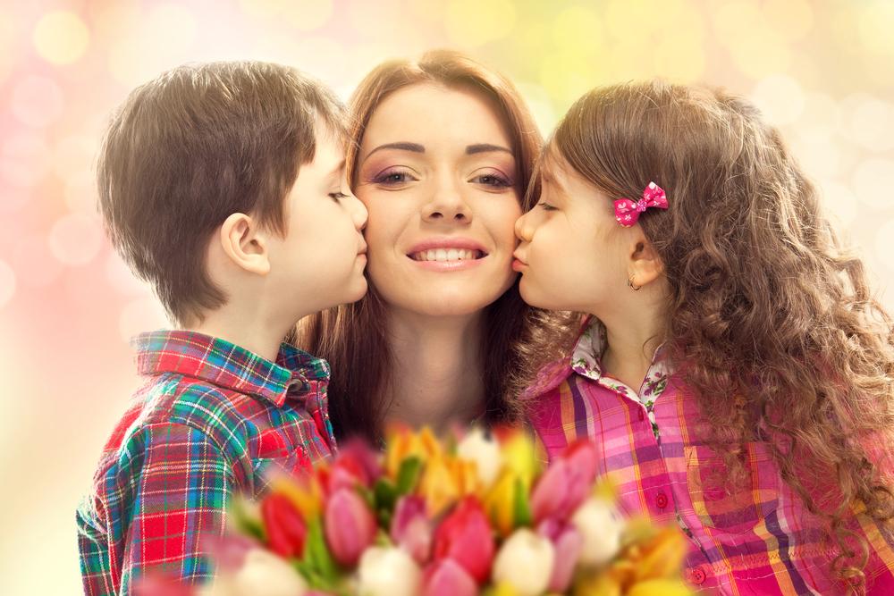 мама с дочкой и сыном
