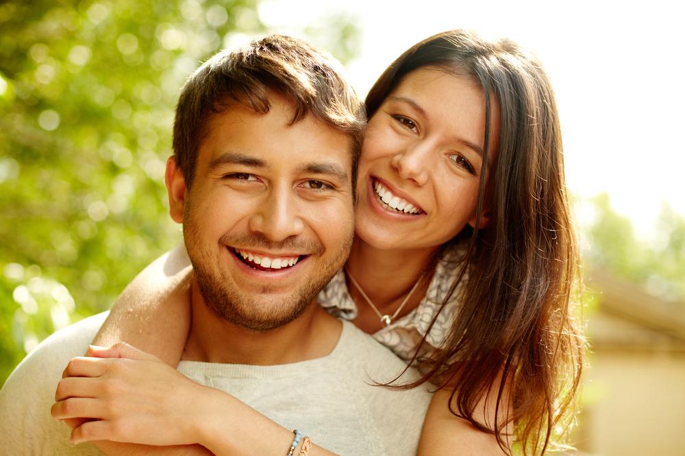 счастливая пара мужчины и женщины