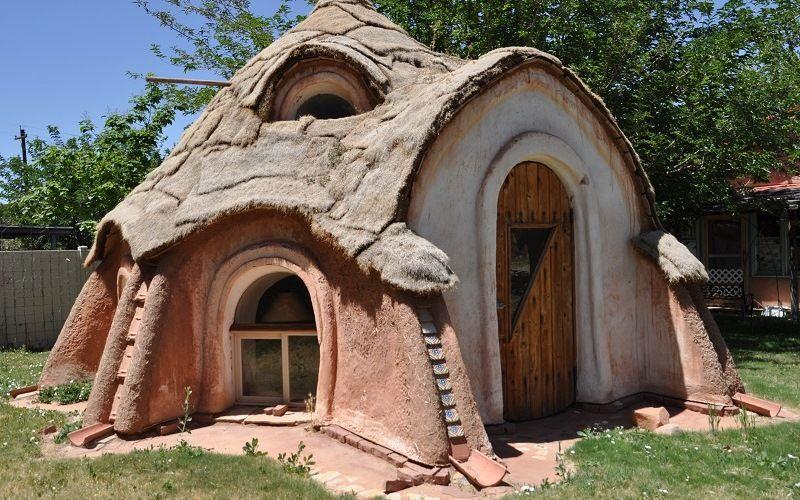 Дом по технологии Earthbag Building