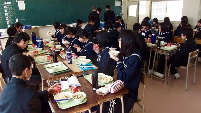 Обеды в японских школах