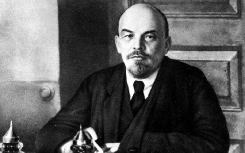 Ленин за работой