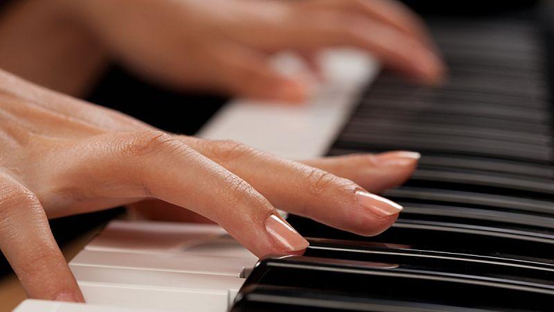 Как следят за ногтями пианисты