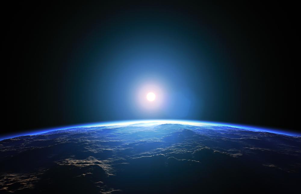 восход солнца над планетой