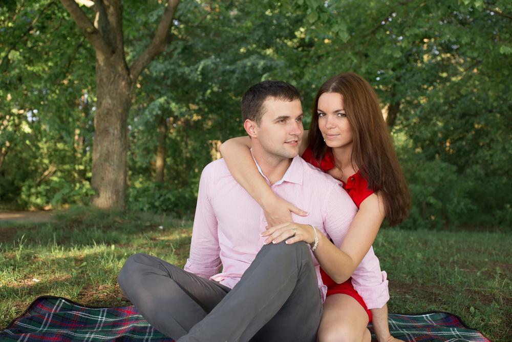 пара в июне в парке