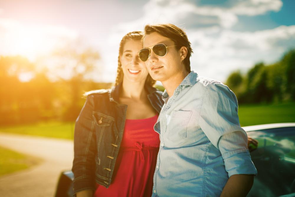 парень и девушка вместе весной