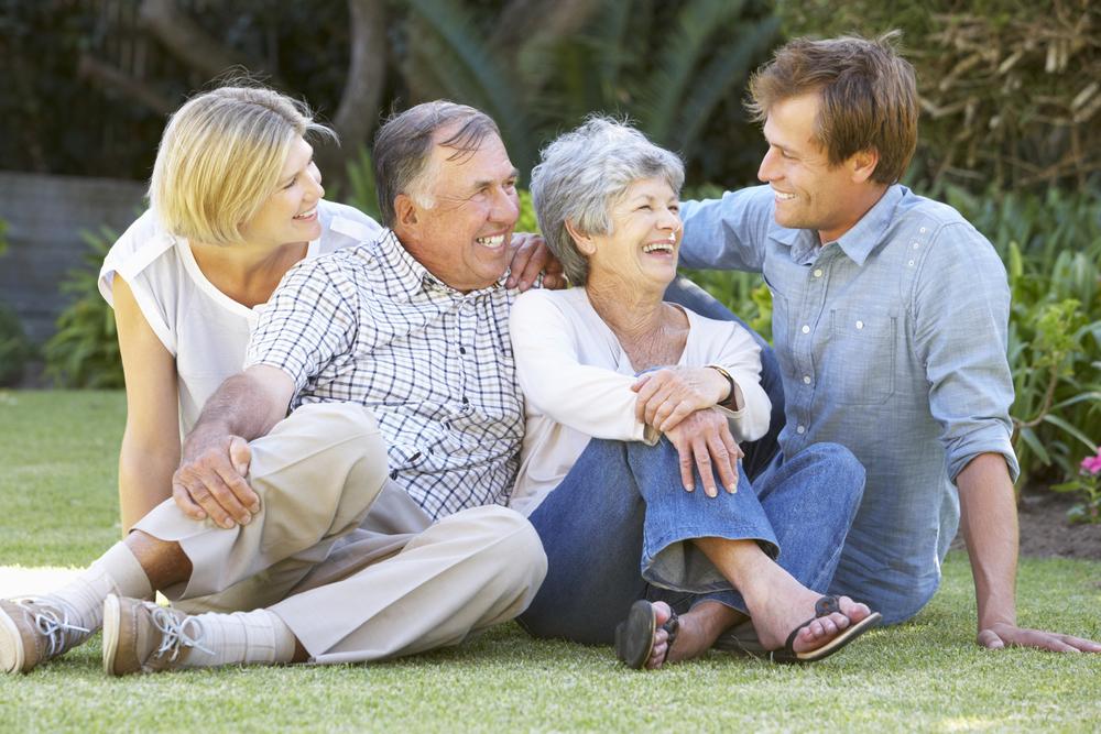 взрослые дети вместе с родителями