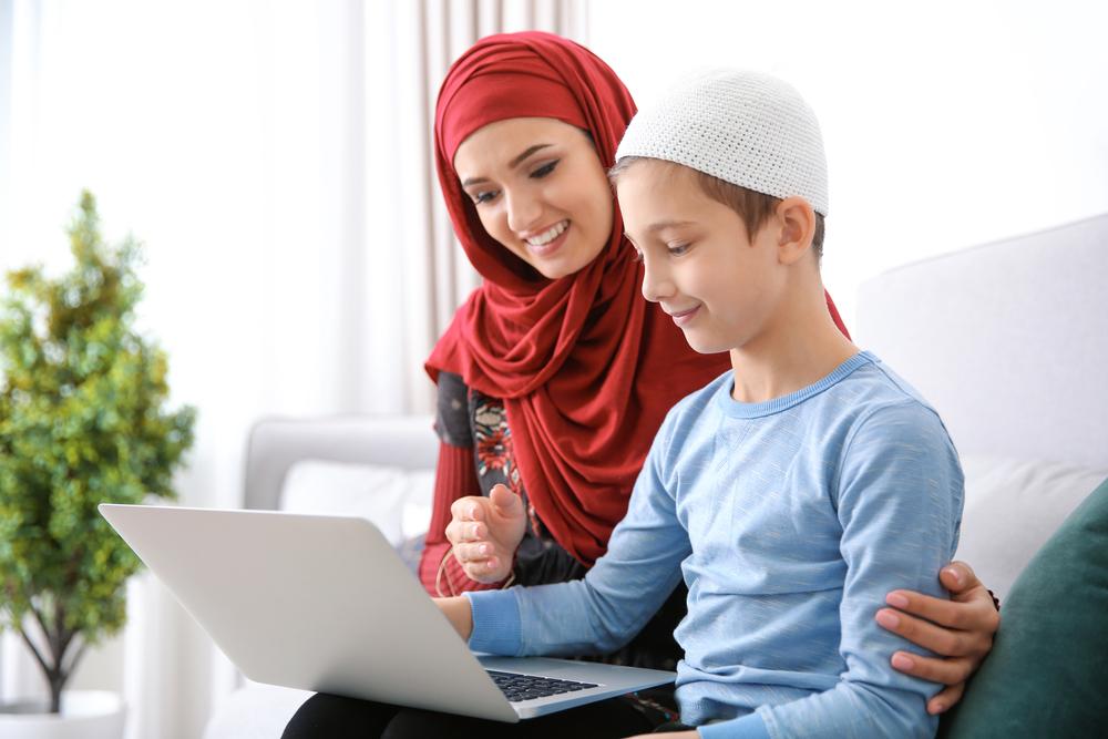 мама мусульманка и ее сын