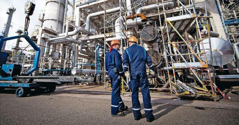 Специалист по переработке нефти и газа