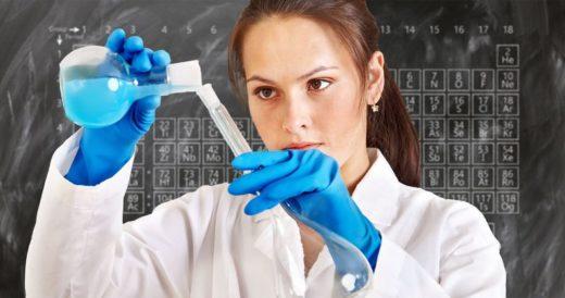 Химик в лаборатории