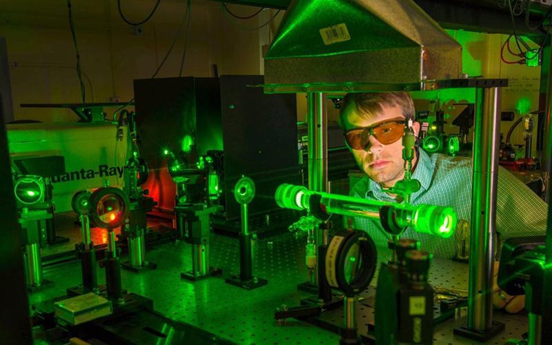 Инженер по лазерной технике и лазерным технологиям