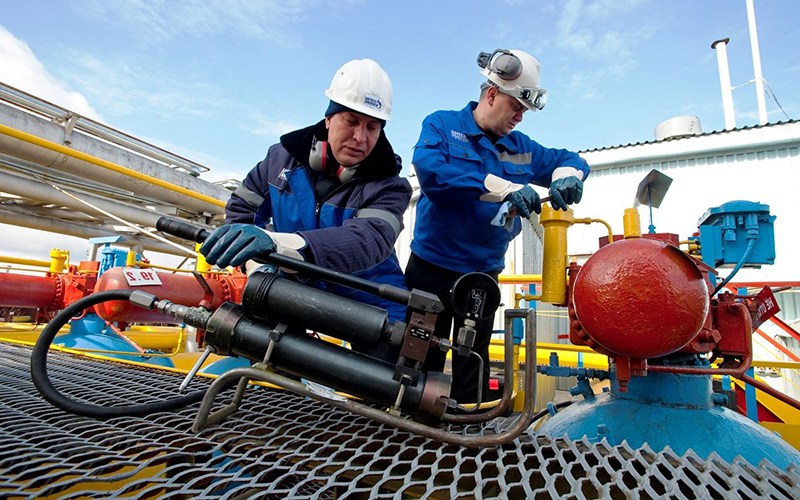 Oil, gas and gas condensate production specialist