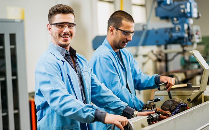 Специалисты металлообрабатывающего производства
