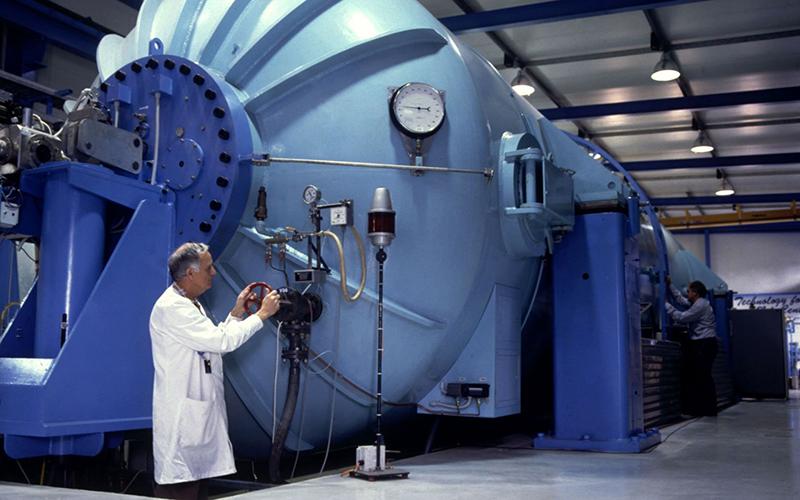 Оплата труда ядерным физикам