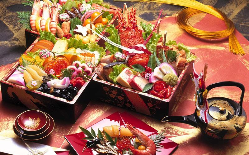 Традиционный новогодний японский стол