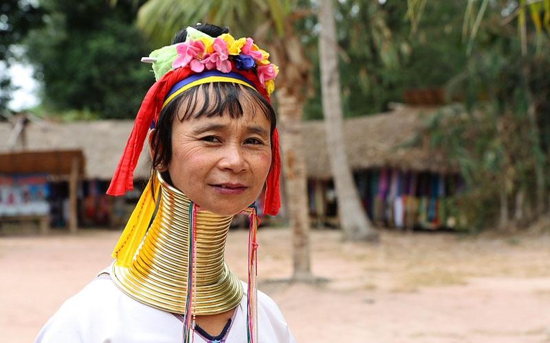 Женщина из племени падонг