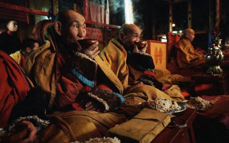 Монголы пьют чай